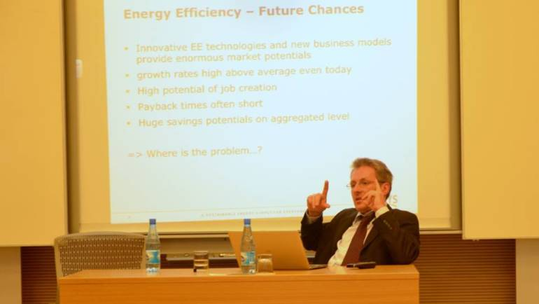"CCEE hosted a lecture on ""Policy for Energy Efficiency"""