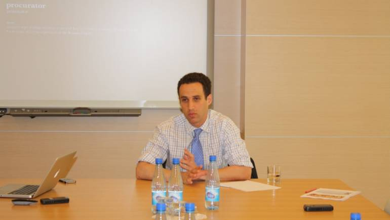 The Caspian Center for Energy and Environment at ADA University hosted a round-table discussion with Dr. Jeffrey Mankoff