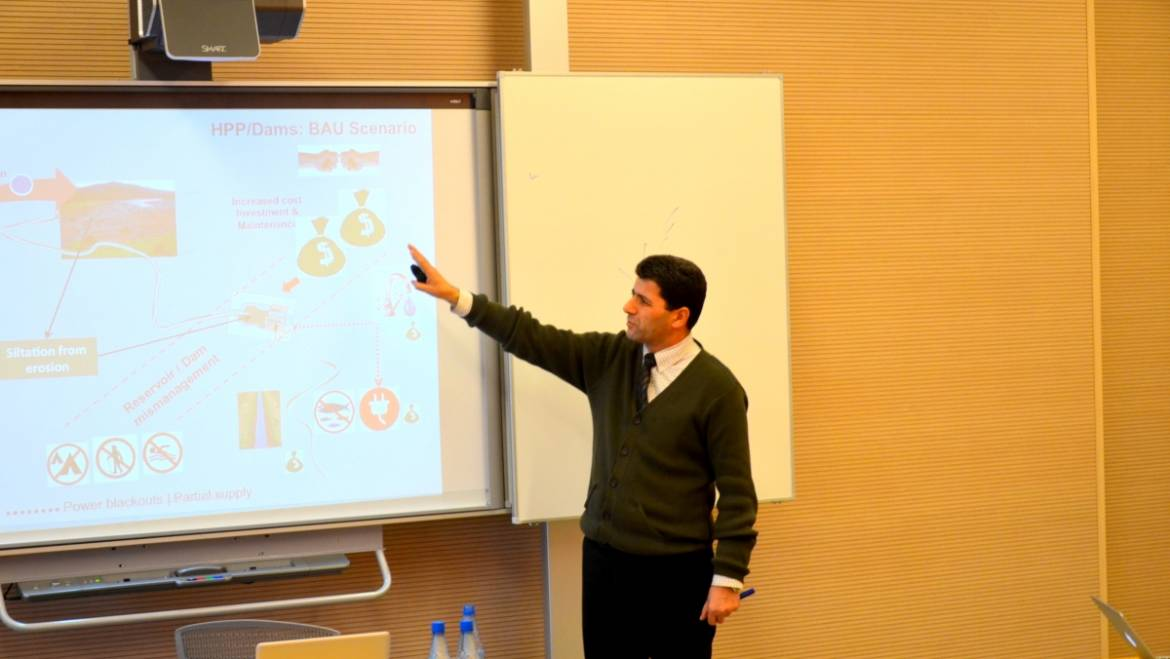 """Round-table discussion with Dr. Rovshan Abbasov on """"Assessment of Freshwater Ecosystem Services in Azerbaijan"""""""