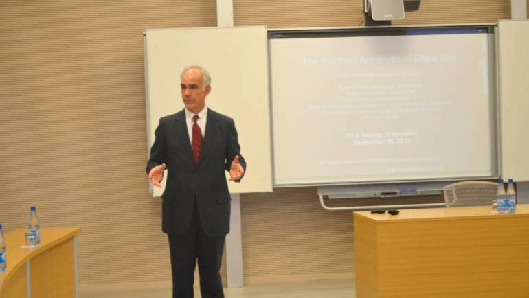 "Workshop with Professor Ed Hirs entitled ""Oil and Gas Prices: Analysis of Current Situations and Trends"""